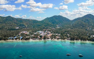 Sairee-beach-koh-tao-drone