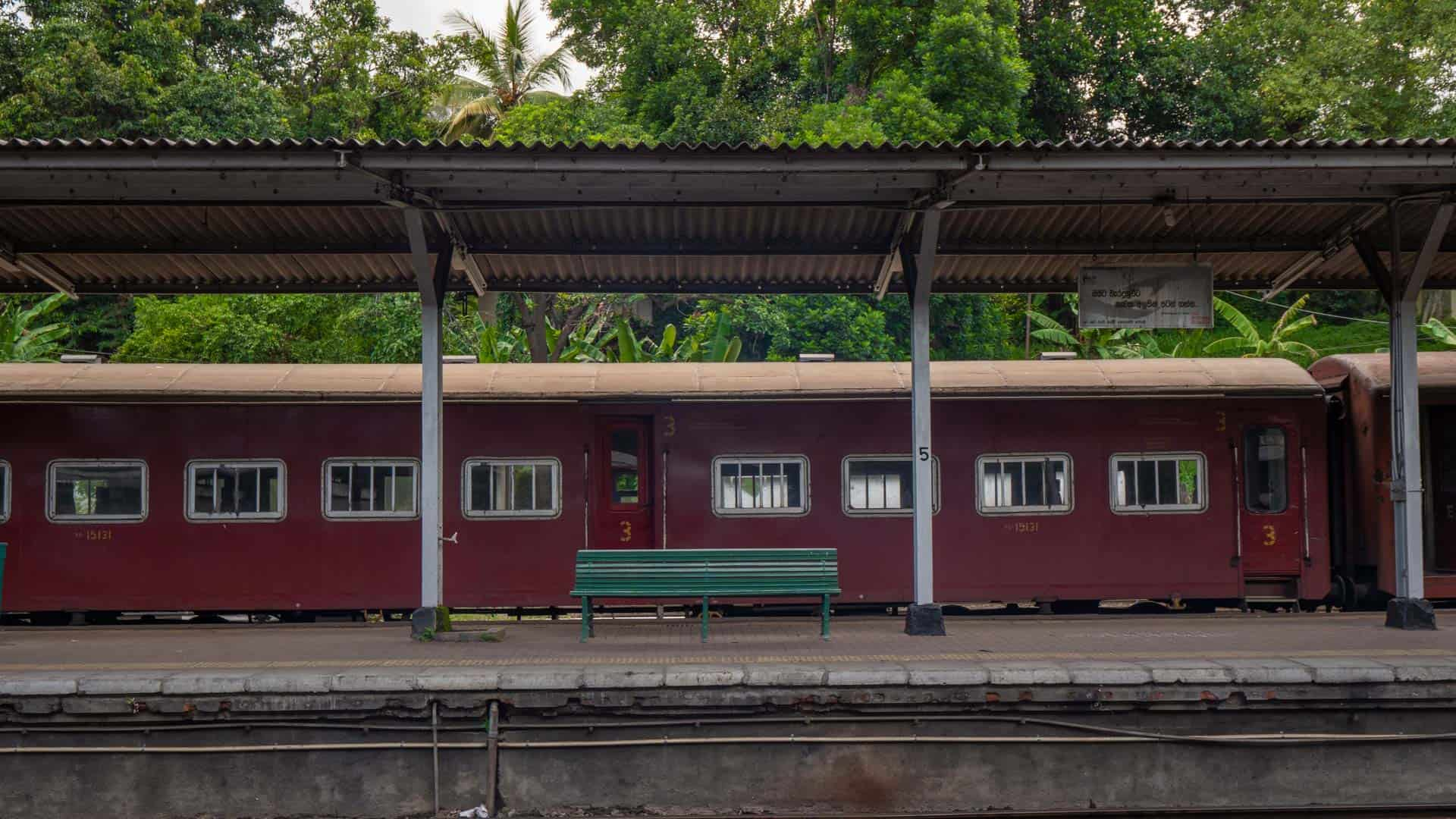 colombo-kandy-train